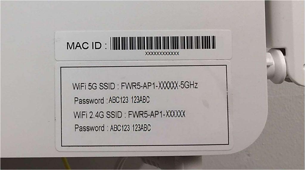 KUVA 7. Verkonnimi ja salasanan sijainti päätelaitteessa. Ota omasta laitteestasi kuva kännykän muistiin. Suurenna kuvaa kännykän näytöllä tarvittaessa.